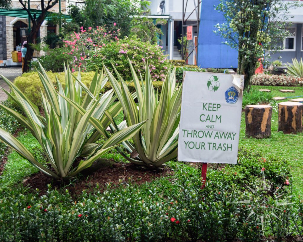 """Sign at an Indonesian high school says """"Keep calm and throw away your trash"""" to advocate for environmental sustainability"""